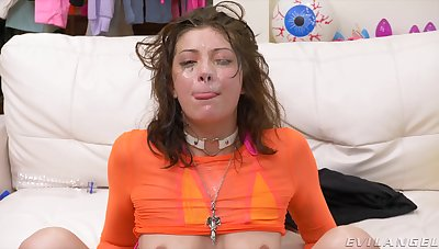 Grotesque facial ending for slutty Leah Winters look into crazy going to bed