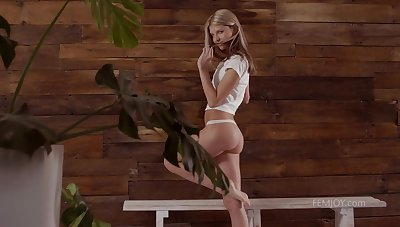 Russian bird named Gina Gerson has some sensual solo up the sauna