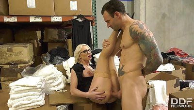 Kenzie Taylor Sexually Lovable MILF Nails Cliet
