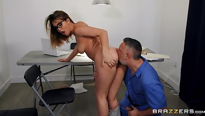 Bodily perfection at the office for the busty secretary